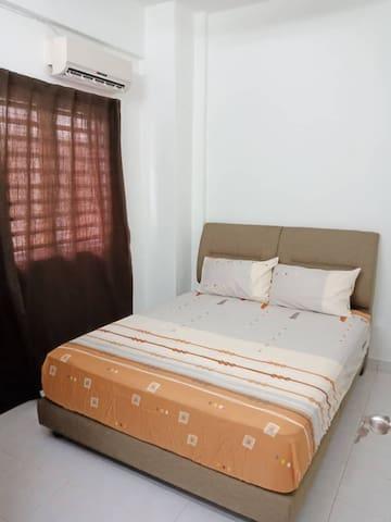 Cozy Medium Room