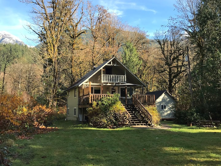 Woods Creek Chalet - secluded, riverfront, hot tub
