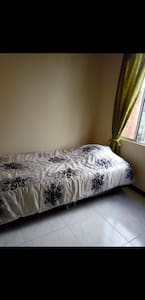 Hermosa y confortable casa de tres pisos amoblada