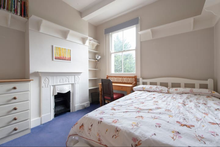 Double room in stunning period family home