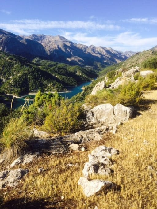 The edge of the garden overlooks Lake Portillo and the Sierra Castril natural parque