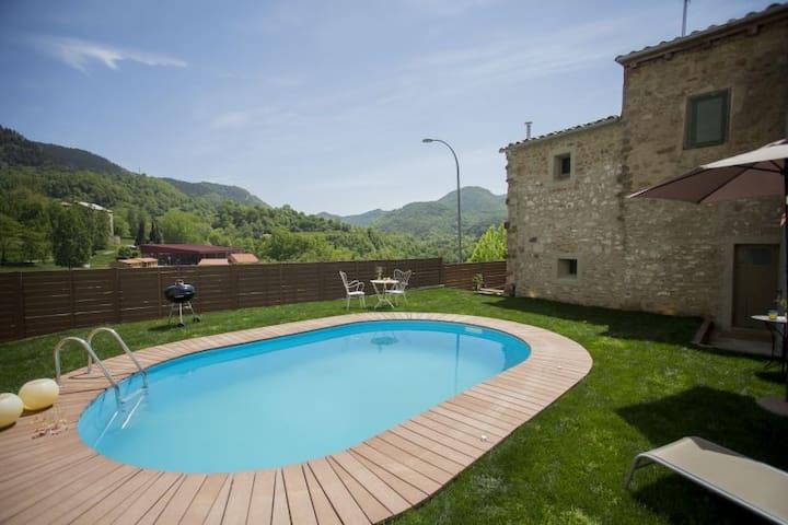 EL RELIQUIER: Alojamiento rural con encanto Abril - Vallfogona de Ripollès - Casa