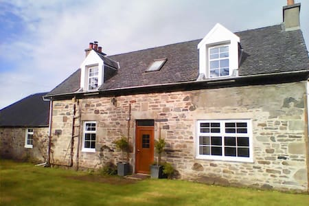 Point House & Jacuzzi Hot Tub - Kintyre - sleeps 7