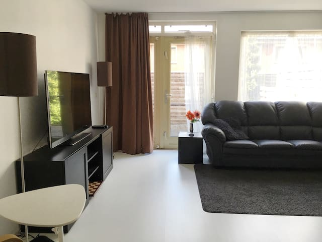 Stay in Amsterdam in a light and spacious home - Amsterdam-Zuidoost - Dům