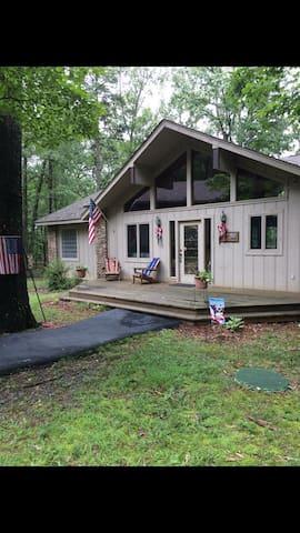 Lakefront cabin near golf resort!