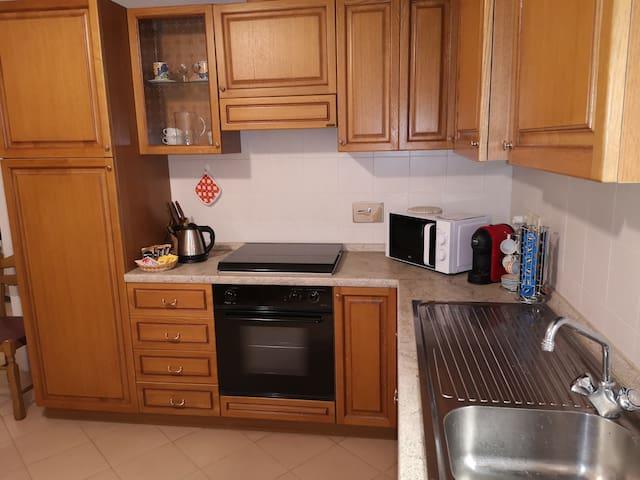 Cucina completamente attrezzata per ogni necessità degli ospiti