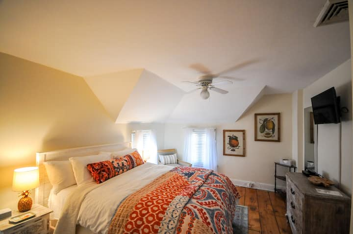 The Gables of Rhinebeck Inn, Sugarloaf Suite