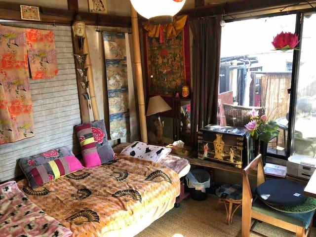 ねんねこ宿2F (平日は、1階和室も使用可。連泊割引有。バルコニー有。猫が5匹居ます。(=^x^=)