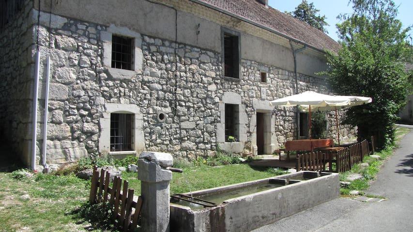 Ancienne ferme rénovée dans le Vercors (TRIEVES) - Gresse-en-Vercors - Nature lodge