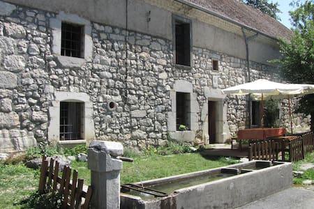 Ancienne ferme rénovée dans le Vercors (TRIEVES) - Gresse-en-Vercors - Natur lodge