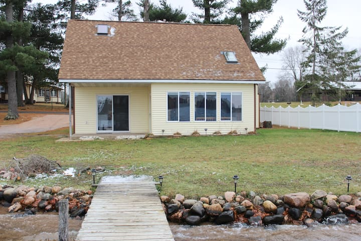 Huber Cottage - Lakefront Cabin w/Dock and Beach