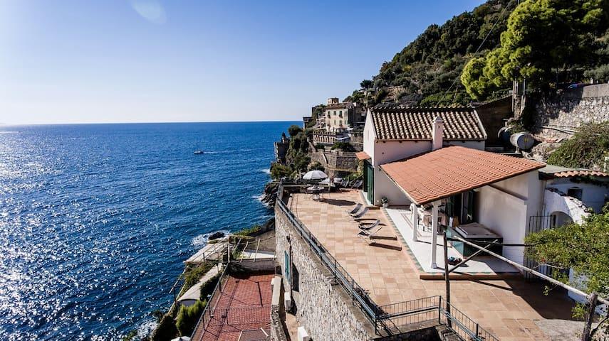 amalfi blue house 1