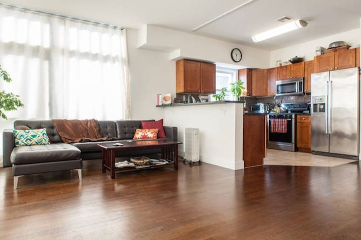NYC in mins! Spacious Master Bed/Private Bath/View - Weehawken - Stadswoning