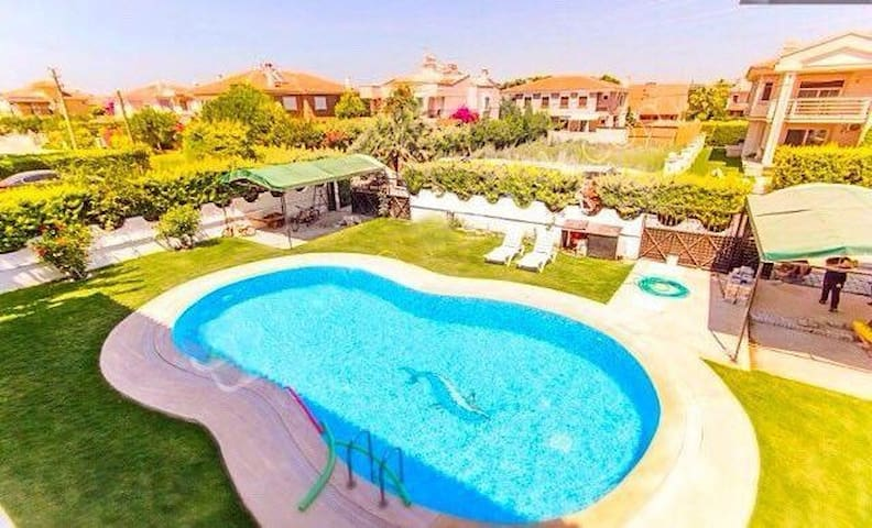 Organik bahçe içinde havuzlu villa - Izmir - Vila