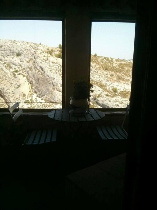 View of the hillside from the back of the House (upstairs). /La Vista de las Montanas desde el detras de la Casa