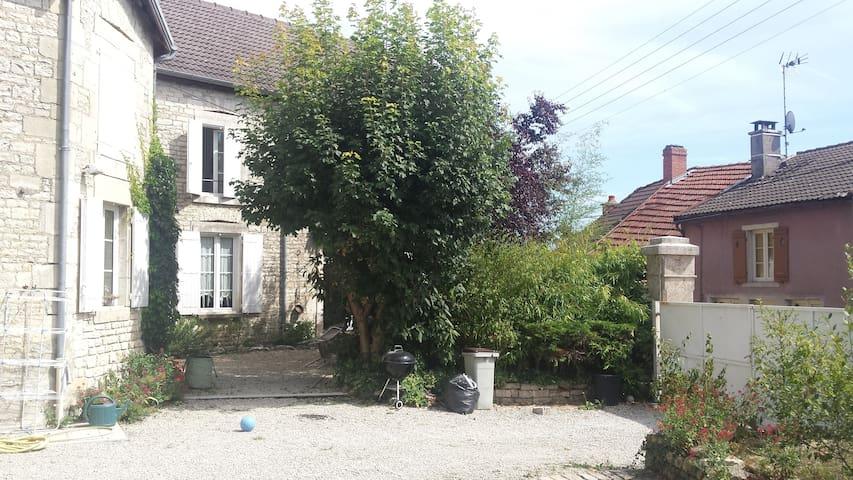 Maison en pierre 210 m2. - Laferté-sur-Aube - Dům