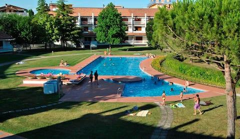 Bilocale nr. 15 con terrazzo, piscina e giardino
