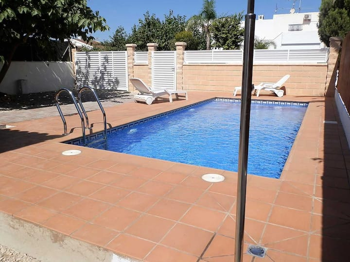 CASA HABANA,Ideal house for your holidays near the sea, free wifi, air conditioning, private pool, pets allowed, dog's beach.