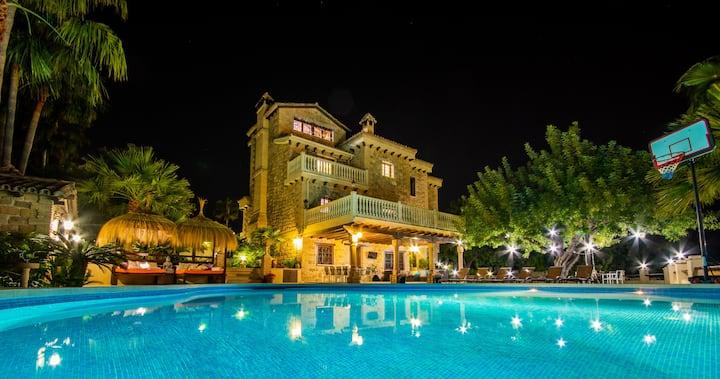 Cubo's Villa Dos Reyes