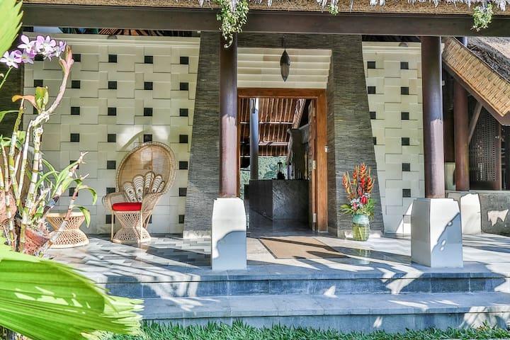 Maine Villa entrance