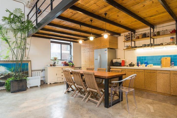 你梦想中的乡村豪宅 130平米的LOFT空间 +   超大庭院 - Пекин - Дом