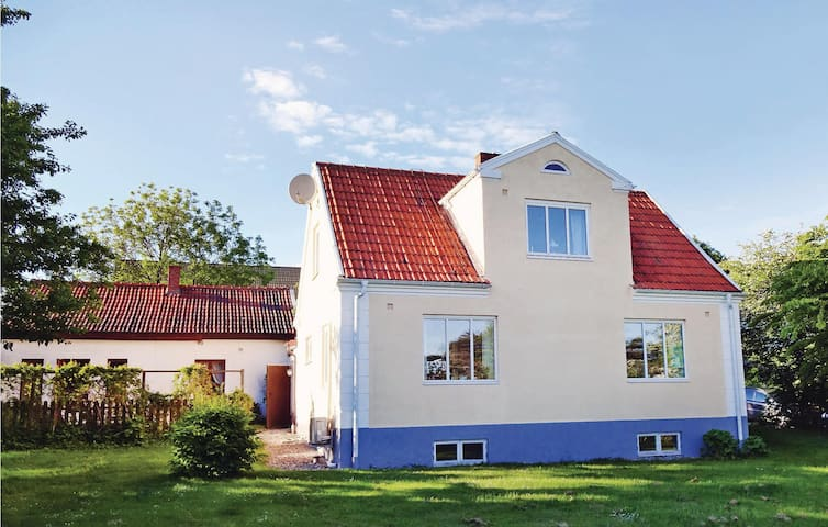 Holiday cottage with 3 bedrooms on 111m² in Ystad