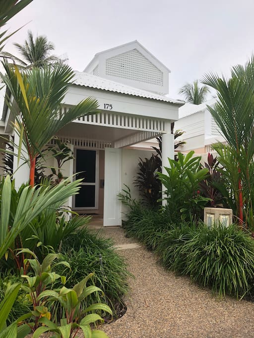 main entrance to villa 175