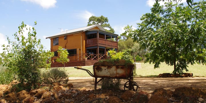 Welcoming and luxurious  - Tren Creek Chalets