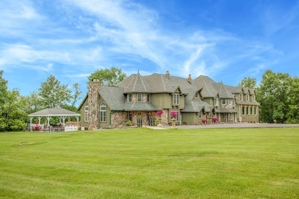 Hilltop Mansion Poconos Villas For Rent In Beach Lake