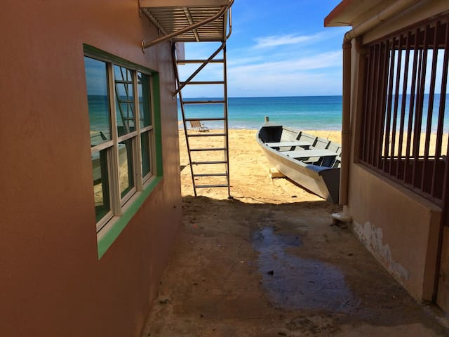 Vera's Beach House (Lower Level) - Aguadilla - Casa