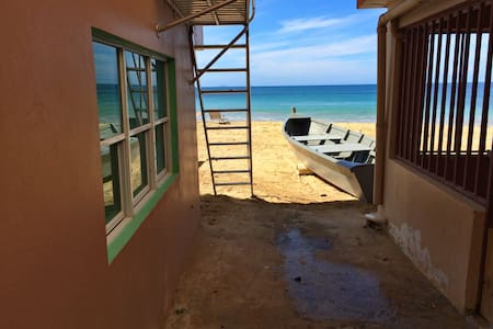 Vera's Beach House (Lower Level) - Aguadilla - Hus