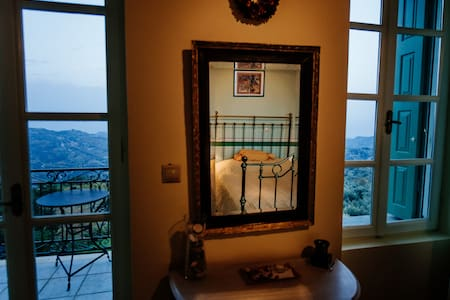 Gerofotis Guesthouse Suite - Aigio - Hotel butikowy