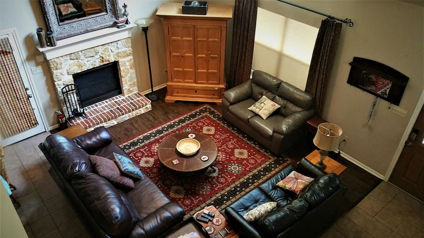 Come Relax at Cambridge Cottage near Lake Texoma