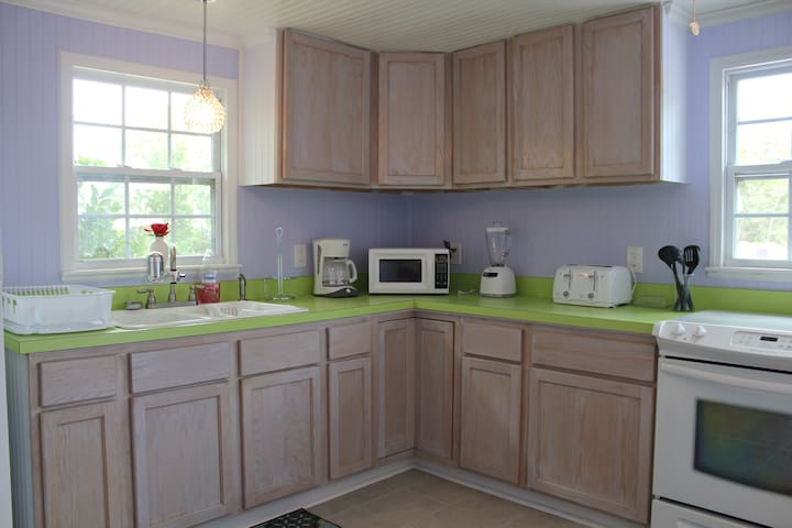 Spacious Kitchen, all appliances available.