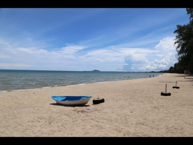 Golden Sea Ban Krut Beach Bang Saphan