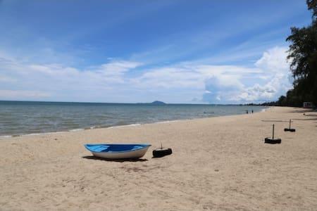 Golden Sea Ban Krut Beach Bang Saphan
