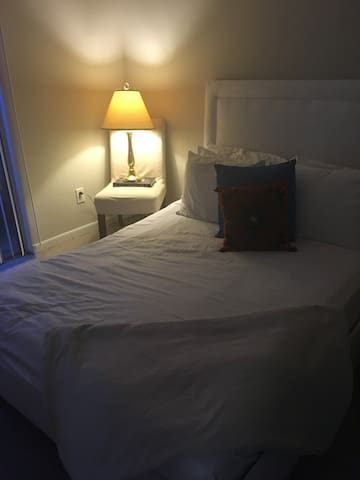 A comfy distance from the city hustle - Houston - Apartamento