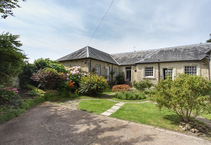 Beautiful Stone Cottage near the Sea + Ventnor IOW - Isle of Wight - House