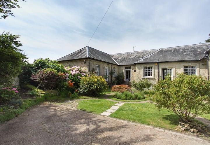 Beautiful Stone Cottage near the Sea + Ventnor IOW