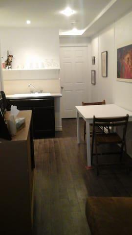 Charming newly renovated studio apartment - Montreal - Íbúð