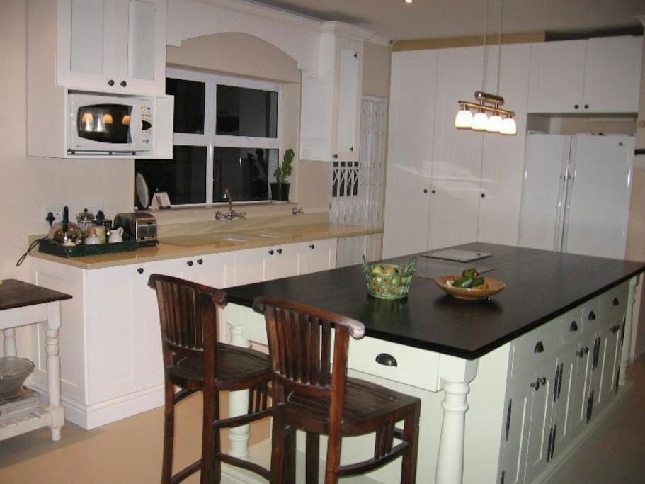 Designer kitchen fully equiped with all the modern fittings plus dishwasher