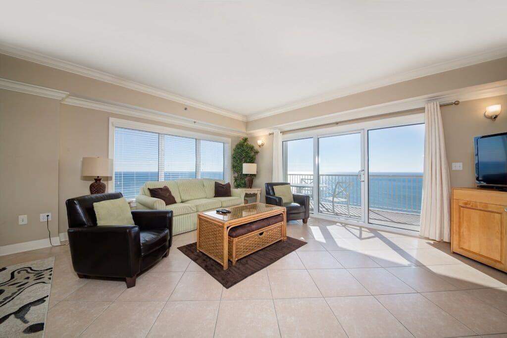 Beautiful Living room Views