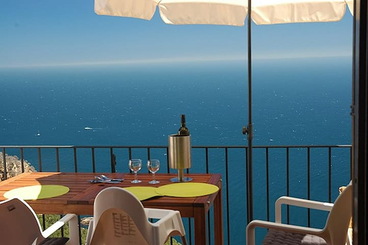 Excellent Seaview holidayhome Begur