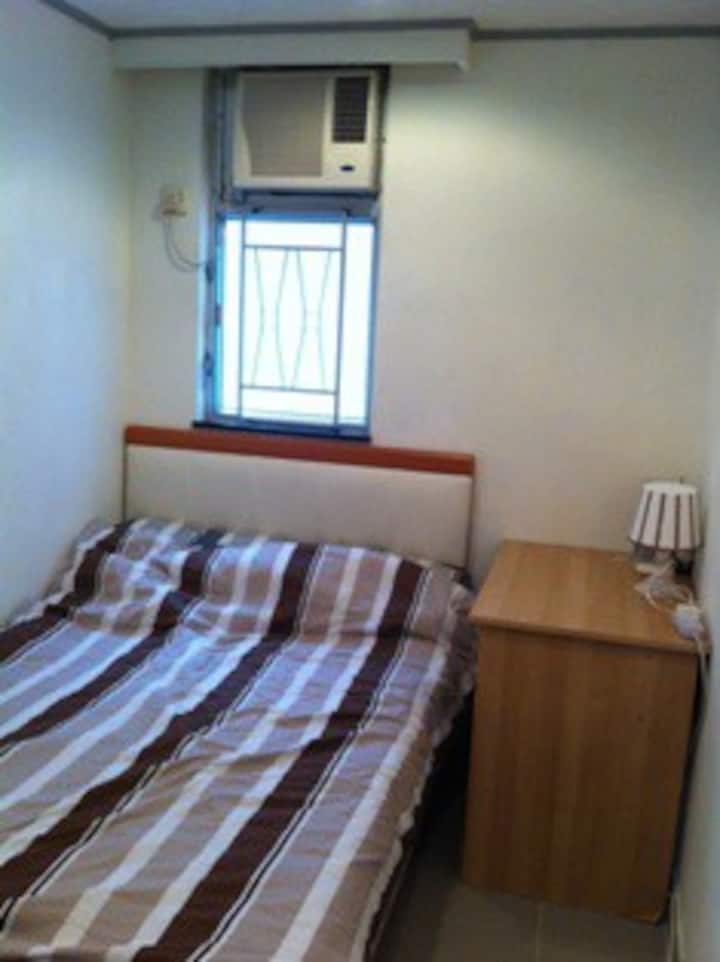Near HKU - Kennedy Town room in flat share (K1c)
