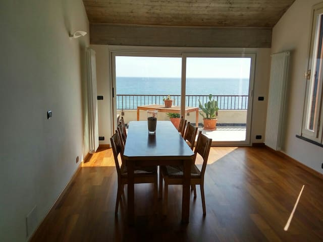 Luxury beachfront penthouse - Deiva Marina - Huoneisto