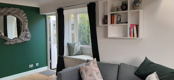 1 bed quaint house in a great location
