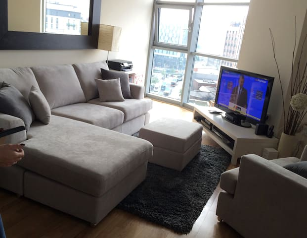 City Centre Luxury Apartment with FREE parking