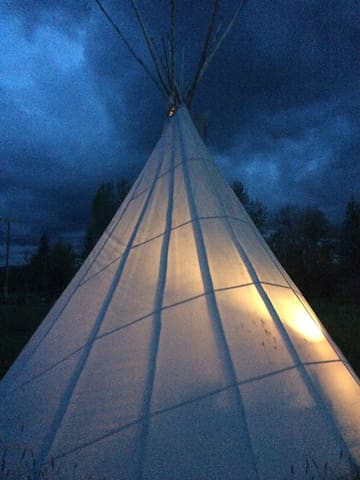 Tipi: Teepee: Lynne St Lair 4 the Adventure - Gallatin Gateway - Tipi