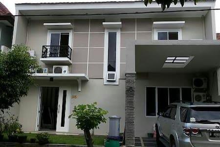 new guest house in lippo cikarang - Bekasi - Дом