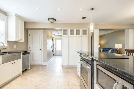Luxurious-Modern-Clean | Halifax Home-Sleeps 10